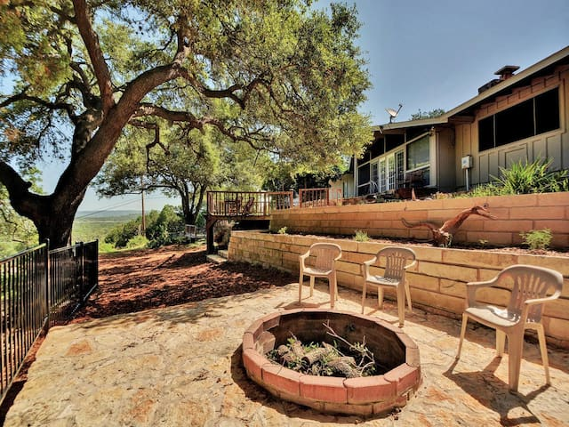 Sunny Outdoor Haven on the Lake - Lago Vista - Casa