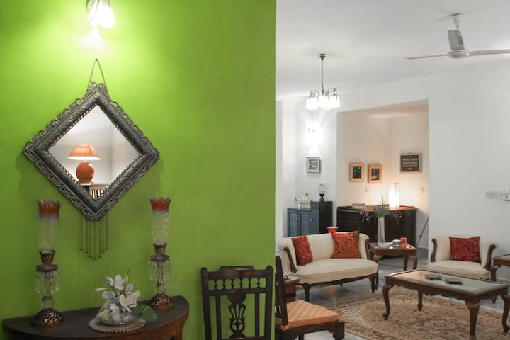 Experience Hyderabadi Hospitality! - Punjagutta, Hyderabad - Appartement