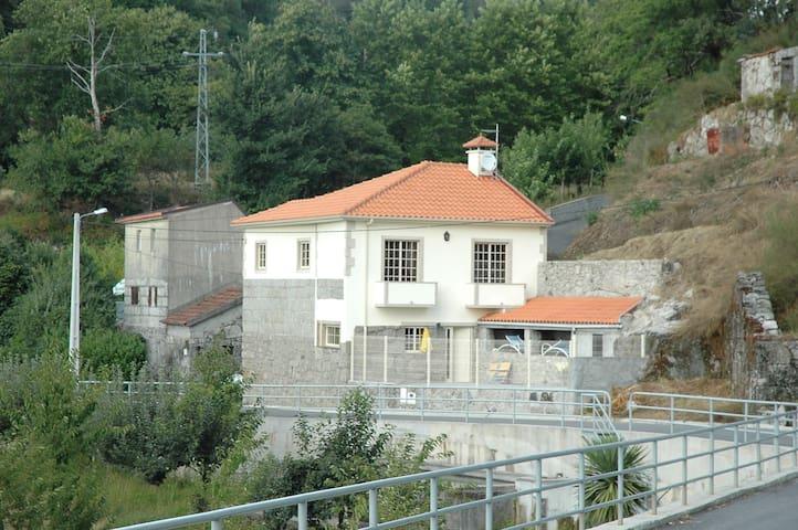 VILA ARNOZELA (maison au calme) - Fafe - Casa