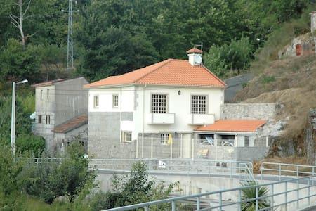 VILA ARNOZELA (maison au calme)