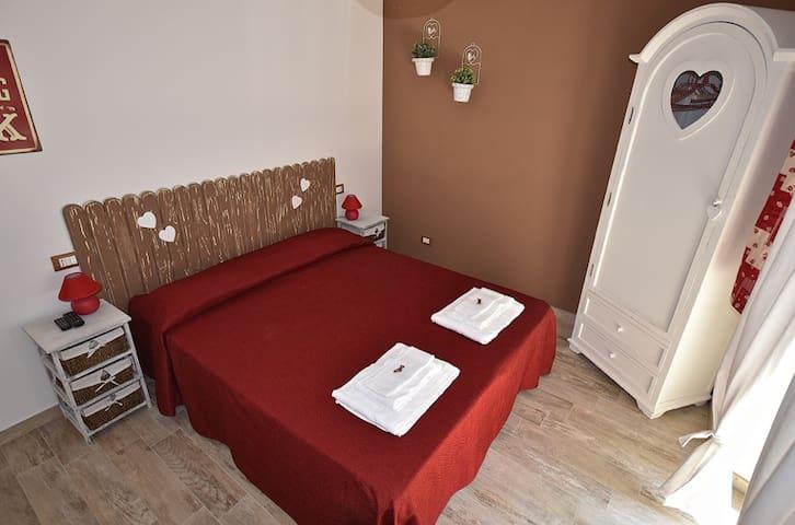 Regalo Letto Matrimoniale Roma.Airbnb Ostia Vacation Rentals Places To Stay Lazio Italy