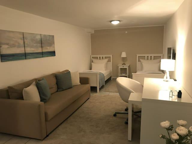 Kleine Souterrain Wohnung in Norf