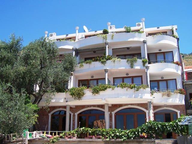 Levantin Inn 1/3room with balcony 8 - Budva coast - Casa