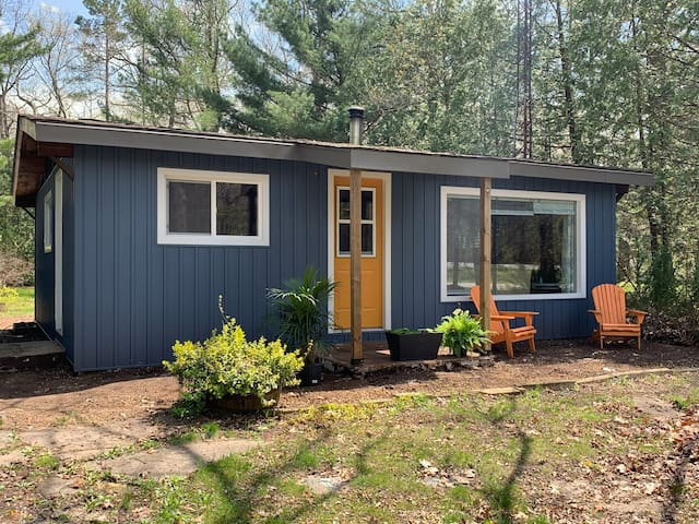 Rustic Pines Cabin (Pinery Park / Grand Bend Area)