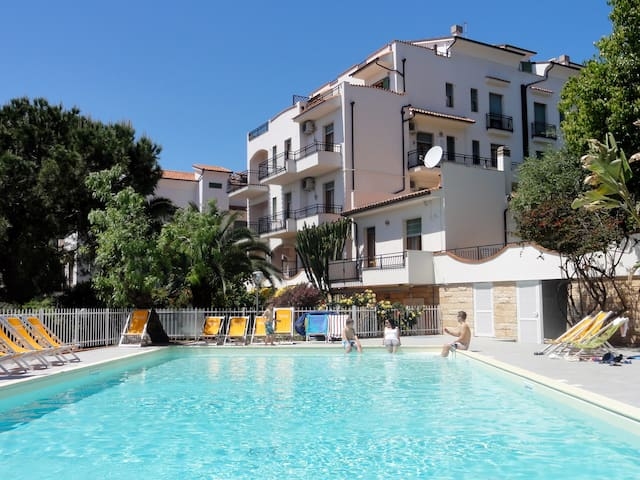 Studio for 2 persons with pool R22977