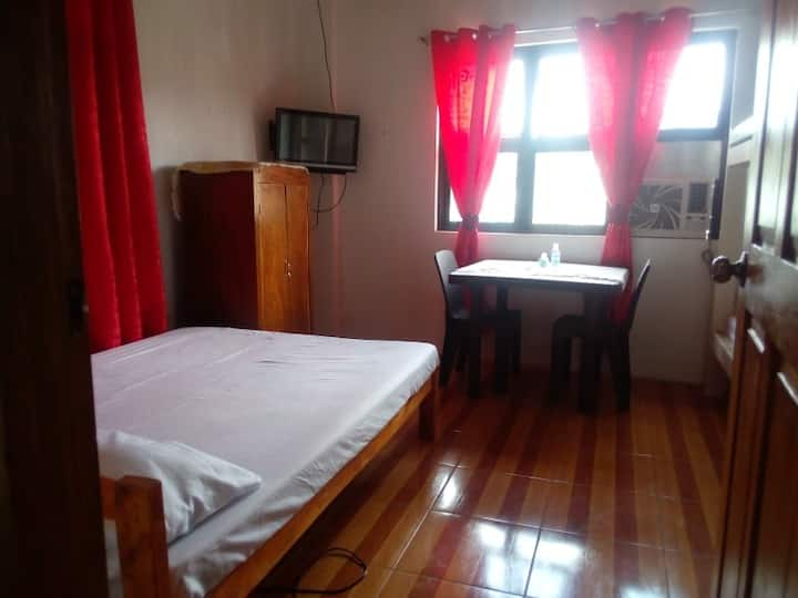 Ellen's Homestay Family Room with AC & Shared Bath