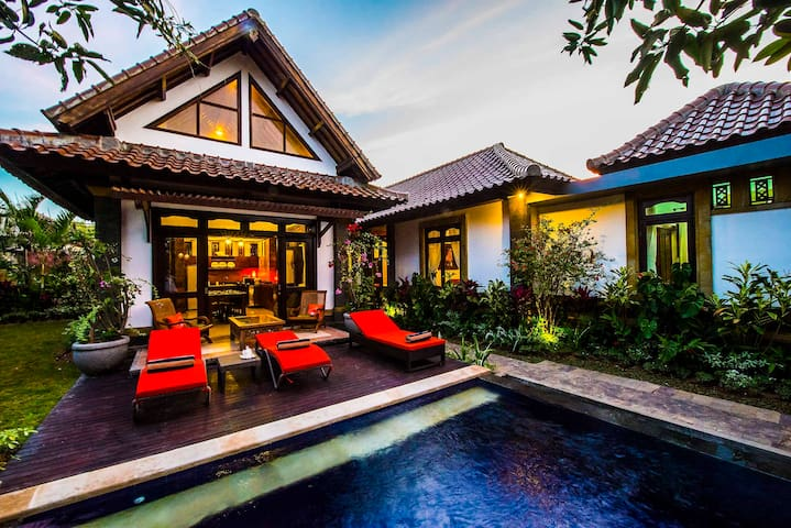 "4-Bedroom-Pool-Villa ""Jimbaran Hidden Paradise"" - South Kuta - Villa"