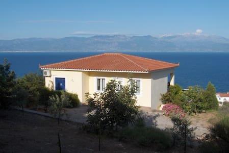 Panoramic Villa Thalia with Pool - Kalamaki