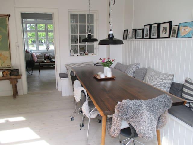 unikt byhus med med masser af plads h user zur miete in kopenhagen d nemark. Black Bedroom Furniture Sets. Home Design Ideas