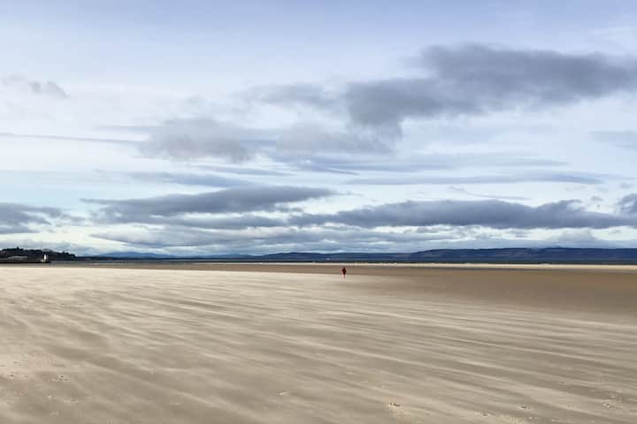Nairn - Ideal base 200m to beaches and harbour.