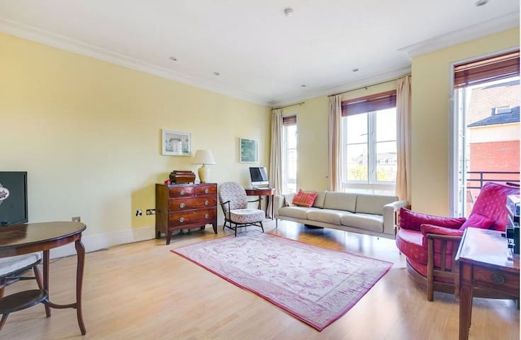 Beautiful luxurious flat to rent in Kew, Richmond.