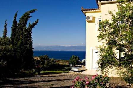 Villa Eleni, Sea Views and Pool - Kalamaki