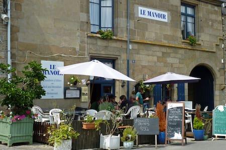 Le Manoir is a 16th Century Manoir  - Bazouges-la-Pérouse - Bed & Breakfast