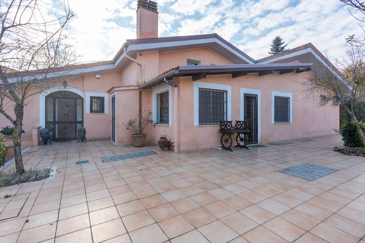 Wonderful villa, 29 km from the center of Rome, with private swimming pool
