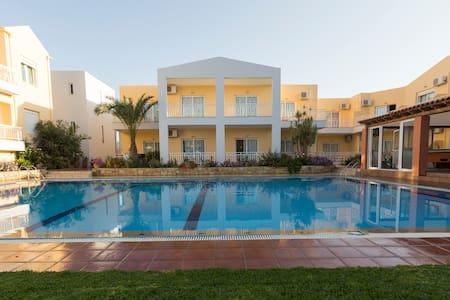 EVELIN  hotel-apartments - Rethymno - Bed & Breakfast