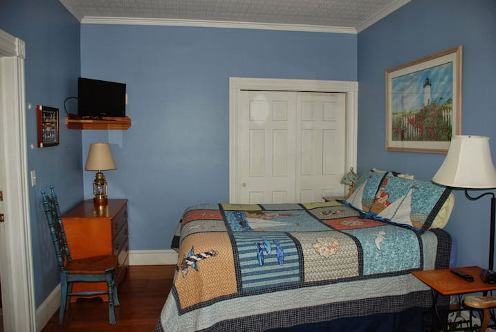Spacious Newport Getaway Suite - Newport - Bed & Breakfast