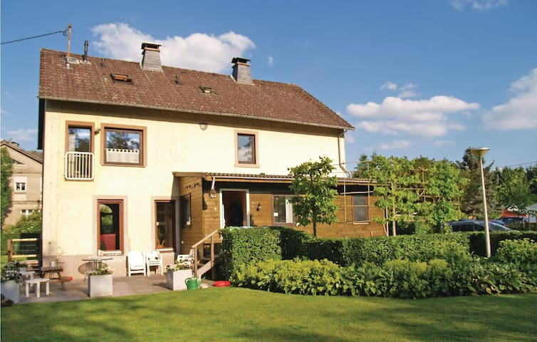 Holiday cottage with 7 bedrooms on 340m² in Lünebach