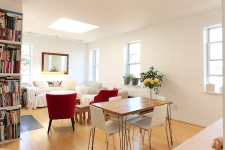 Sun-drenched, loft-like 1-bedroom in Dupont area - Washington - Apartment