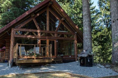 Gorgeous Log Cabin on the Lake