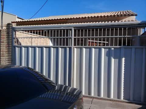 Casa aconchegante, estilo chalé, na Caponga