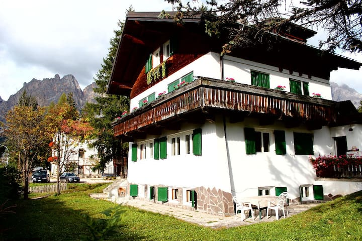 Cortina - in sunny area, very close to the center - Cortina d'Ampezzo - Apartamento