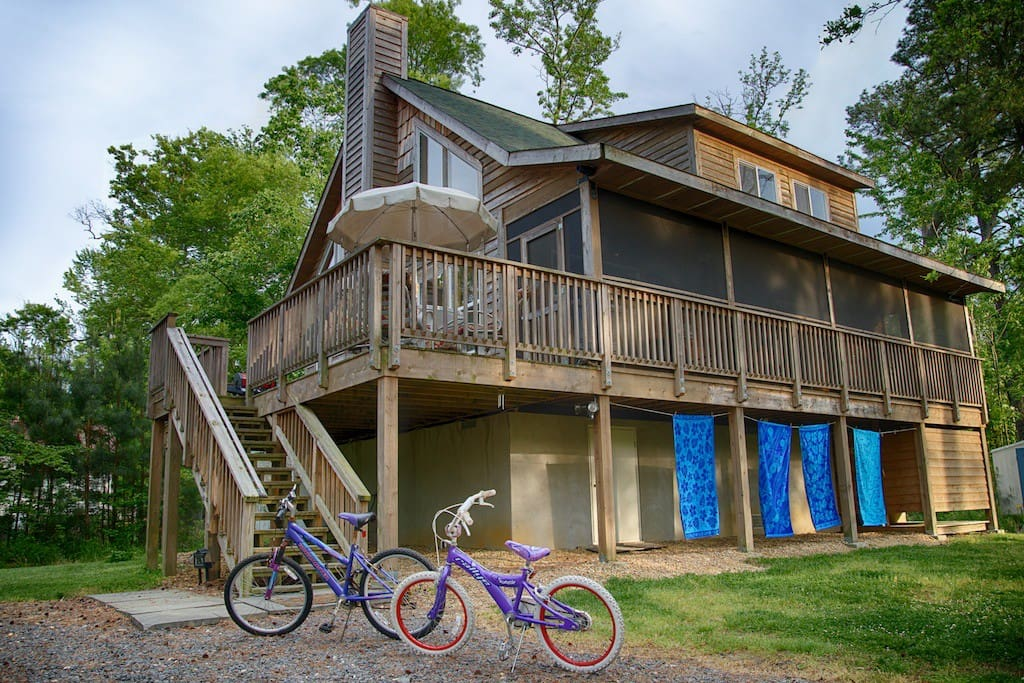 Like a cabin in the woods at the beach!  Bikes included!