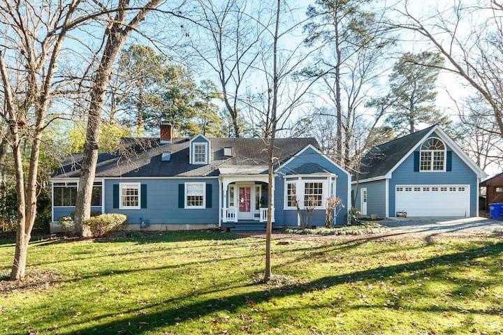 Cozy Carolina Cottage by UNC w/ Tesla Charger!