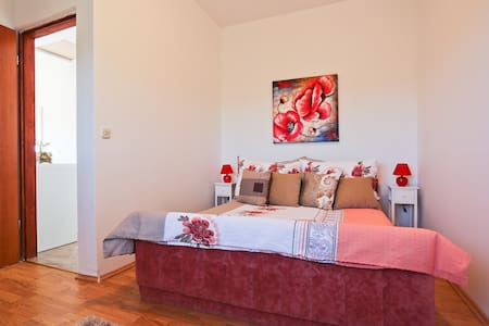 Bright Croatian Country Apartment - Debeljak