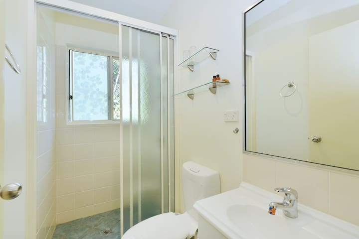Guest share bathroom