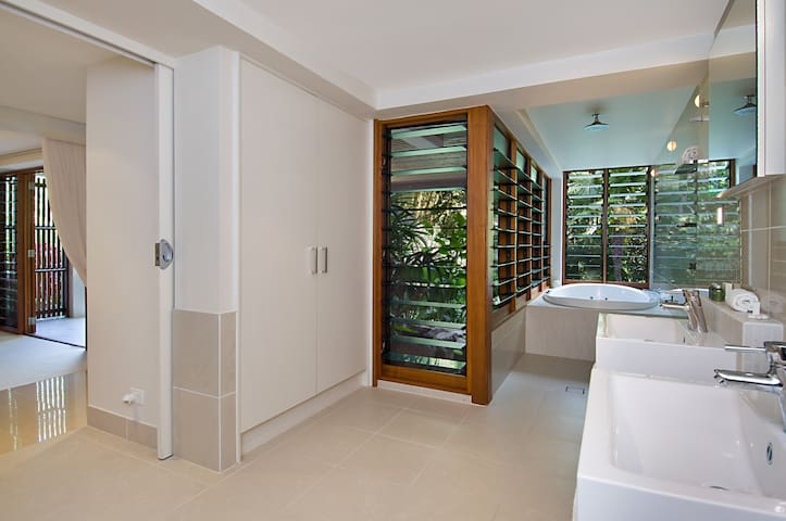 Rainforest Estate, Tropical North Queensland - Finlayvale - House
