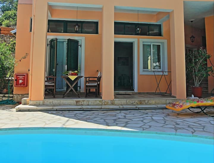 Villa Dora: Pool, 50m from the beach, A/C