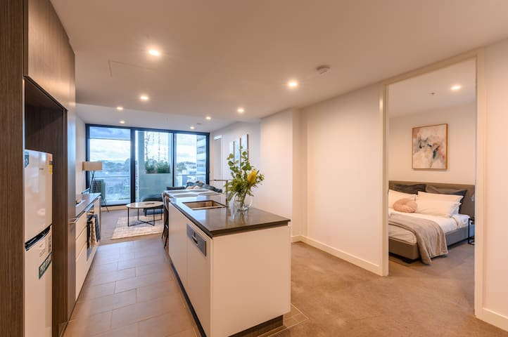 Spacious 2 Bedroom Apartment in Central Box Hill