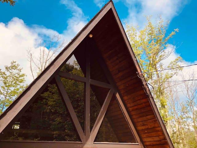 Bear & Louis Cabin -  Walk to Hunter Mtn