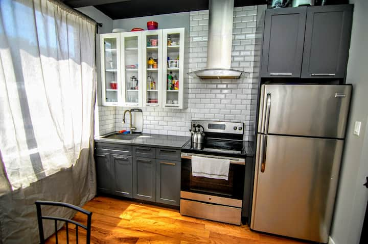Sunny and clean bedroom 25 min from Manhattan
