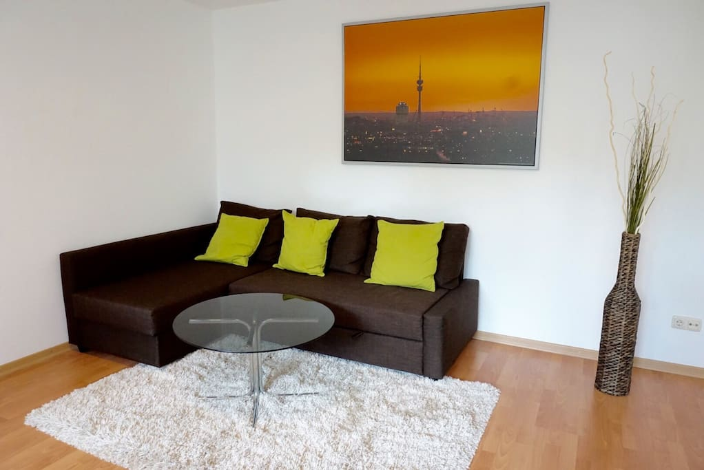 The comfy living room with fluffy carpet is perfect to relax after a busy day in Munich.