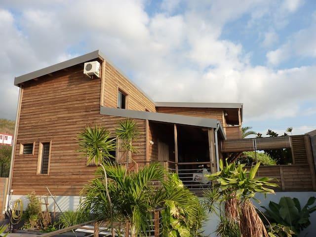 Maison de charpentier en bois 160m² - Saint-Leu - Villa