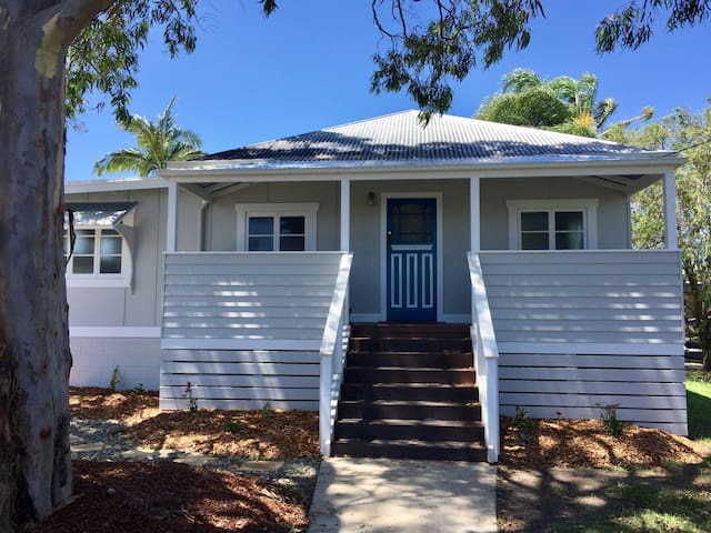'Sea Horse' Cottage, Yamba (dog friendly)