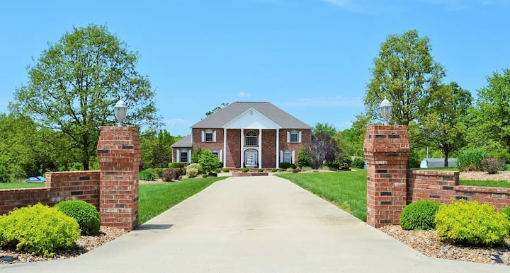 Estate Ideal for Families/Get-Together/Retreats