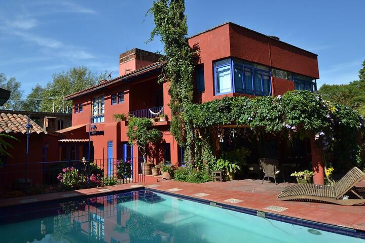 Casa Tenochtitlan-Hermosa Casa en Tepoztlán
