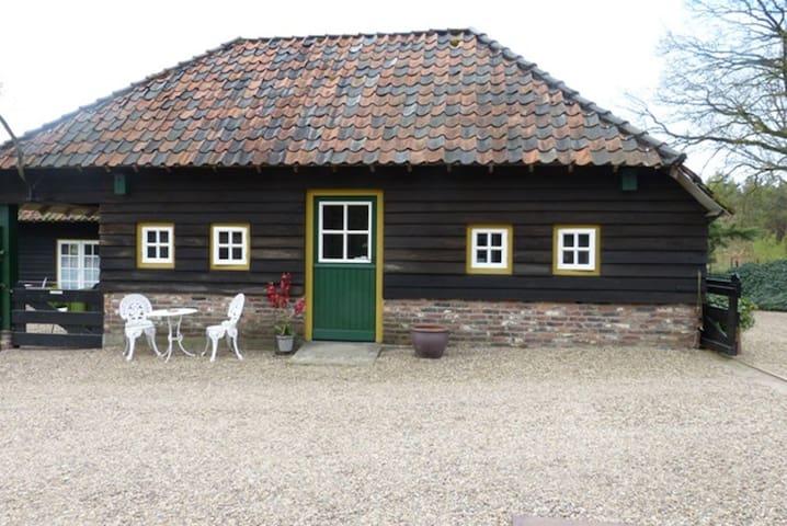 vakantiehuisje in bosrijk gebied - Nederweert - Bed & Breakfast