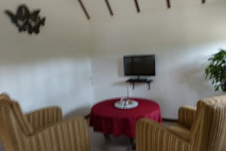 vakantiehuisje in bosrijk gebied - Nederweert - Bed & Breakfast - 1