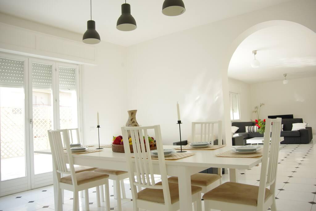 Spazioso appartamento con terrazza appartamenti in for Appartamenti arredati in affitto a trapani