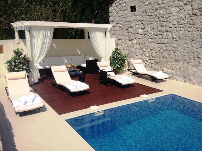 Čibača Top Čibača Vacation Rentals Vacation Homes - Beautiful madness 10 extraordinary bedrooms near the swimming pool