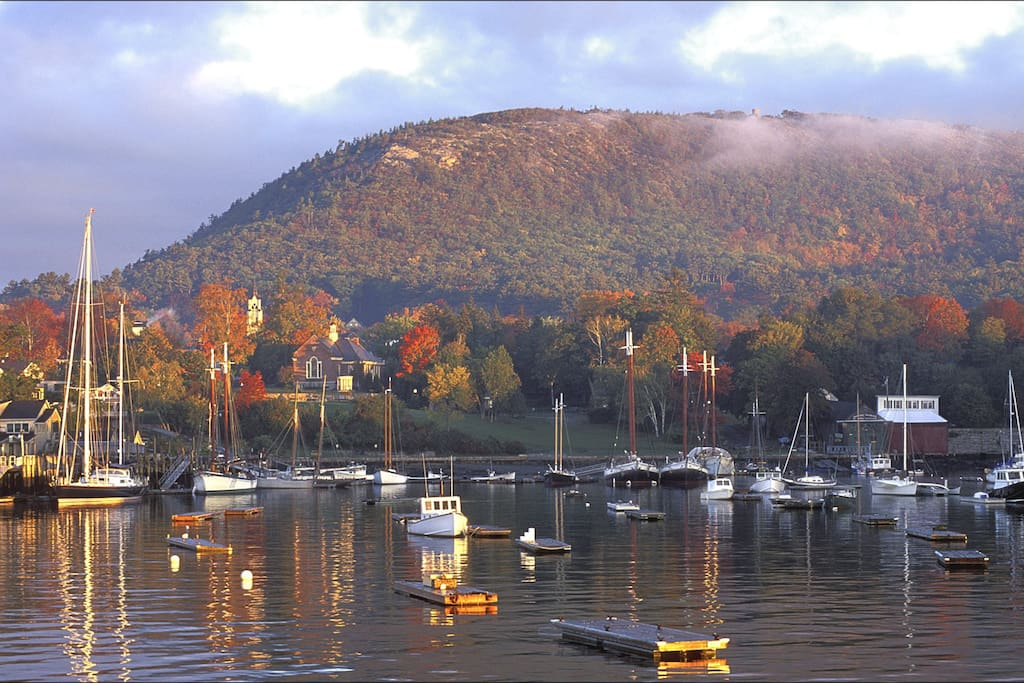 The hiking trail to the top of Mt. Battie, begins across the street! We are perfectly located to both the lakes, town and harbor. Come visit one of the most beautiful towns in the world!