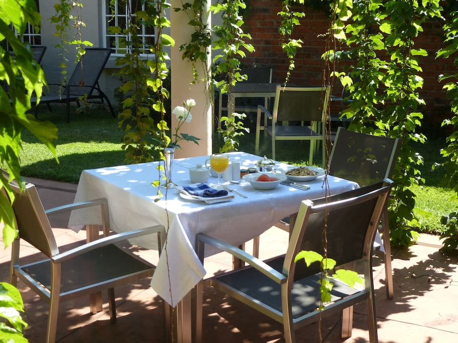 Wavell guest house bed breakfasts for rent in harare for Beds zimbabwe