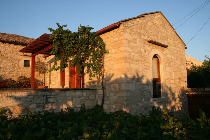Traditional Cretan Stone-built House - Douliana - Huis
