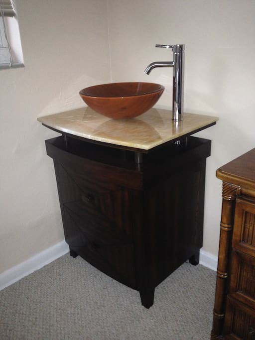 Sink/Vanity in the room