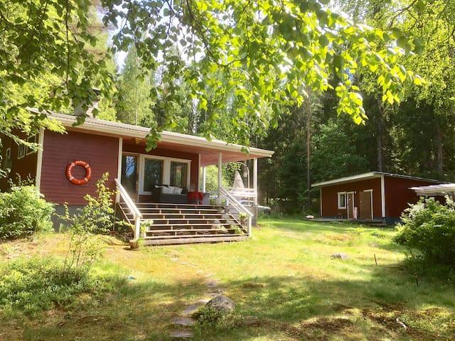 Familyfriendly lakefront cabin 1hr from Helsinki