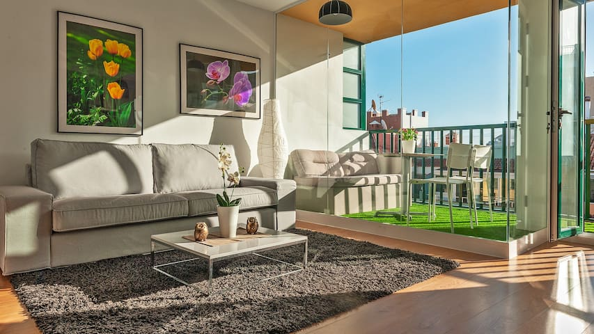Modern and bright apartment in the center, wifi