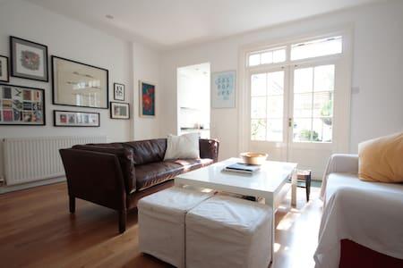 Bright & Spacious SouthBank Room - ลอนดอน - บ้าน